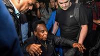 """Le """"Roi"""" Edson Arantes do Nascimento, dit Pelé, à son arrivée à l'aéroport de Guarulhos, près de Sao Paulo, le 9 avril 2019 [NELSON ALMEIDA / AFP]"""