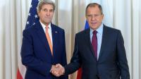 Le secrétaire d'Etat américain John Kerry (G) avec le ministre des Affaires Etrangères russe Sergei Lavrov, le 26 août 2016 à Genève [MARTIAL TREZZINI / POOL/AFP]