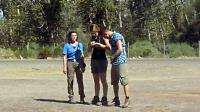 Les trois sportifs Florence Arthaud (g), Camille Muffat (c) et Alexis Vastine, le 9 mars 2015 peu avant de monter dans les hélicoptères dans lesquels ils vont perdre la vie [Aldo PORTUGAL / AFP/Archives]