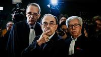 Le cardinal Philippe Barbarin (C) entouré de ses avocats à son arrivée au tribunal de Lyon le 7 janvier 2019 [JEFF PACHOUD / AFP/Archives]