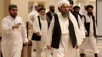 Des membres de la délégation des talibans arrivent à la conférence de dialogue interafghan à Doha, capitale du Qatar le 7 juillet 2019 [KARIM JAAFAR / AFP]