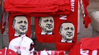 Des écharpes à l'effigie du président turc Recep Tayyip Erdogan lors d'un rassemblement progouvernemental à Ankara, le 25 juillet 2016 [ADEM ALTAN / AFP/Archives]