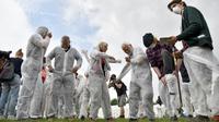 Des militants pour le climat se préparent à un entraînement, le 20 juin 2019 à Viersen (Allemagne) [INA FASSBENDER / AFP]