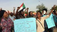 Des manifestants à nouveau dans la rue à Khartoum, le 12 avril 2019, après le coup d'Etat ayant destitué le président Omar el-Béchir [- / AFP]