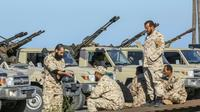 Des forces loyales au gouvernement libyen d'union nationale (GNA) venues de Misrata positionnées en banlieue de la capitale Tripoli, le 6 avril 2019 [Mahmud TURKIA / AFP]