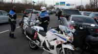 Des VTC en colère bloquent la circulation sur l'A1 près de Paris, le 16 décembre 2016 [GEOFFROY VAN DER HASSELT / AFP]