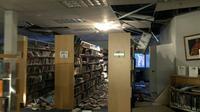 Des dégâts dans la bibliothèque d'une université, le 30 novembre 2018à Anchorage après un séisme d'une magnitude évaluée à 7.0 en Alaska [Holly A. Bell / AFP]