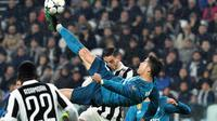 Cristiano Ronaldo (c) ouvre le score pour le Real en C1 face à la Juventus, avec un retourné acrobatique d'anthologie, le 3 avril 2018 à Turin  [Alberto PIZZOLI / AFP]