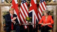 La Première ministre britannique Theresa May et le président américain Donald Trump, le 13 juillet 2018 à Ellesborough, au nord-ouest de Londres [Brendan Smialowski / AFP]