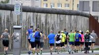 Des participants de l'ultra-marathon de la mémoire s'entraînent à la veille de la course, à Berlin le 16 août 2019 [Tobias SCHWARZ / AFP]