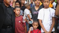 Des manifestants se rassemblent après la mort d'un adolescent noir, Michael Brown, le 14 août 2014 à Ferguson [Scott Olson / Getty/AFP]