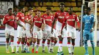 Le défenseur de Monaco Ruben Aguilar (d) et ses coéquipiers se congratulent après son but contre Marseille en Coupe de la Ligue, le 30 octobre 2015 [VALERY HACHE / AFP]