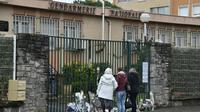 Recueillement devant la gendarmerie nationale à Carcassonne le 24 mars 2018 au lendemain de l'attaque qui a tué 4 personnes dont un lieutenant colonel [PASCAL PAVANI                        / AFP]