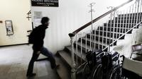 L'hôpital de la Croix-Rousse à Lyon est prêt à accueillir d'éventuels patients atteints du virus Ebola [Fred Dufour / AFP/Archives]
