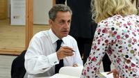 """L'ancien président Nicolas Sarkozy signe son livre """"Passions"""", le 29 août 2019 à Paris [ERIC PIERMONT / AFP/Archives]"""
