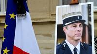 Photo du Lieutenant-Colonel Arnaud Beltrame prise lors d'une minute de silence le 28 mars 2018 au ministère de l'Intérieur à Paris [BERTRAND GUAY / AFP/Archives]