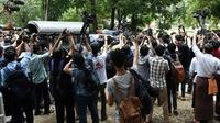 La police birmane emmène les deux journalistes de Reuters après leur condamnation à sept ans de prison pour atteinte au secret d'Etat, sous les yeux de la presse, à Rangoun le 3 septembre 2018 [Ye Aung THU / AFP]