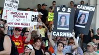 Manifestation contre les armes à Fort Lauderdale, en Floride, le 17 février 2018 [RHONA WISE / AFP]