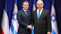 Le Premier ministre israélien Benjamin Netanyahu (d) serre et le président Français Emmanuel Macron avant une réunion bilatérale en marge du 75e anniversaire de la libération d'Auschwitz, le 22 janvier 2020 à Jérusalem [Ludovic Marin / AFP]