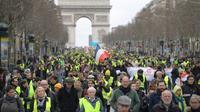 """Manifestation des """"gilets jaunes"""" sur les Champs-Elysées à Paris, le 2 mars 2019  [Eric FEFERBERG / AFP]"""