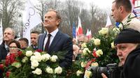 Le président du conseil européen Donald Tusk lors d'un  dépôt de gerbe au monument du maréchal Jozef Pilsudski, père de l'indépendance polonaise, à Varsovie, le 11 novembre 2018 [Janek SKARZYNSKI / AFP]