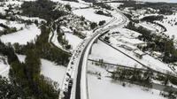 La RN 88 sous la neige près de Firminy dans la Loire le 30 octobre 2018 [PHILIPPE DESMAZES / AFP]