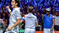 Le double victorieux: Pierre-Hugues Herbert et Richard Gasquet avec leur capitaine Yannick Noah, le 25 novembre 2017 à Villeneuve-d'Ascq lors de la finale de la Coupe Davis France-Belgique [PHILIPPE HUGUEN / AFP]