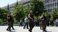 Des policiers turcs patrouillent devant le palais de justice d'Ankara le 18 juillet 2016 [ILYAS AKENGIN / AFP/Archives]