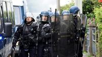 Des gendarmes prennent position dans le quartier du Breil à Nantes, le 4 juillet 2018 [SEBASTIEN SALOM GOMIS / AFP]