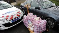 Des sacs d'héroïne saisis par les douanes le 4 février 2011 à Versailles et le véhicule Go-Fast  dans lequel ils ont été découverts [Marc Bonodot / Douane française/AFP/Archives]