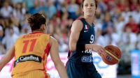 L'Espagnole Marta Xargay (g) face à la Française Céline Dumerc, lors de la finale de l'Euro de basket féminin le 30 juin 2013 à Orchies  [Denis Charlet / AFP/Archives]