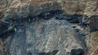 Des mineurs illégaux dans une mine de jade le 4 octobre 2015 à Hpakant en Birmanie [Ye Aung Thu / AFP/Archives]