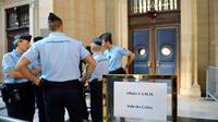 Les gendarmes devant la cour de justice de Paris où se tenait le procès de l'UIMM, le 7 octobre 2013 [Eric Feferberg / AFP/Archives]