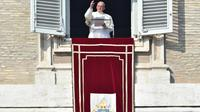 Le pape François délivre un message après les attentats de Paris lors de la prière de l'Angélus, le 15 novembre 2015 à Rome [VINCENZO PINTO / AFP]