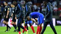 Les joueurs de l'équipe de France quittent la pelouse du stade de Borisov après le nul 0-0 face au Belarus en qualifications pour le Mondial-2018, le 6 septembre 2016 [FRANCK FIFE / AFP]