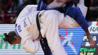 La judokate française Clarisse Agbegnenou (à droite) face à sa compatriote Anne-Laure Bellard au Tournoi de Paris le 8 février 2014 à Paris [Jacques Demarthon / AFP/Archives]