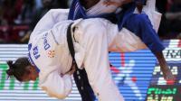 La judokate française Clarisse Agbegnenou (à droite) face à sa compatriote Anne-Laure Bellard au Tournoi de Paris le 8 février 2014 à Paris [Jacques Demarthon / AFP/Archives]