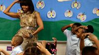 Michelle Obama danse avec des enfants dans une école de Washington, le 24 mai 2013 [WIN MCNAMEE / GETTY IMAGES NORTH AMERICA/AFP]