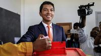 Andry Rajoelina, vainqueur de la présidentielle à Madagascar, vote au deuxième tour le 19 décembre 2018 à Antananarivo. [GIANLUIGI GUERCIA / AFP/Archives]