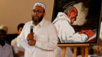 Un imam prend la parole lors de la veillée organisée à Saint-Etienne-du-Rouvray le 30 juillet 2016 en mémoire du père Jacques Hamel égorgé par deux jihadistes [CHARLY TRIBALLEAU / AFP]