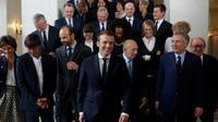 Le président Macron (c) entouré du nouveau gouvernement, à l'Élysée, le 18 mai 2017 [PHILIPPE WOJAZER / POOL/AFP]