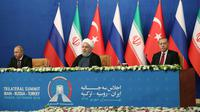 Photo fournie le 7 septembre 2018 par la présidence turque montrant les présidents russe Vladimir Poutien, iranien Hassan Rohani et turc Recep Tayyip Erdogan lors d'une conférence de presse à Téhéran. [- / TURKISH PRESIDENTIAL PRESS SERVICE/AFP]