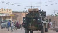 Des militaires participant à l'opération antiterroriste Barkhane patrouillent à Kidal au Mali, le 3 octobre 2016 [STRINGER / AFP/Archives]