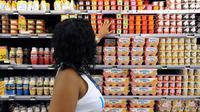 Une employée d'un supermarché  [Jean-Michel Andre / AFP/Archives]