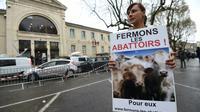 Une militante de L214 à Alès, en France, le 23 mars 2017 [SYLVAIN THOMAS / AFP/Archives]