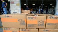 Des cartons d'aide humanitaire américaine à Cucuta (Colombie), à la frontière avec le Venezuela, le 8 février 2019 [Raul ARBOLEDA / AFP]