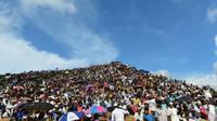 Des réfugiés rohingyas rassemblés dans le camp de Kutupalong pour commémorer le deuxième anniversaire de leur exil, le 25 apût 2019 au Bangladesh  [MUNIR UZ ZAMAN / AFP]