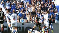 L'ailier de Castres Armand Batlle aplatit pour l'un de ses deux essais contre Toulouse en barrage du Top 14 à Ernest-Wallon, le 19 mai 2018 [PASCAL PAVANI / AFP]