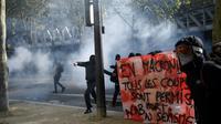 Affrontements entre des manifestants cagoulés et la police pendant une manifestation contre les réformes du droit du travail à Paris le 21 septembre 2017  [CHRISTOPHE SIMON / AFP/Archives]