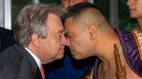 Le secrétaire général de l'ONU Antonio Guterres est en Nouvelle-Zélande avant de se rendre notamment à Fidji, dans le cadre d'une tournée destinée à parler des défis liés au changement climatique. Dans cette photo du 12 mai 2019, à Auckland, M. Guterres participe à une cérémonie d'accueil Maori. [DAVID ROWLAND / AFP]